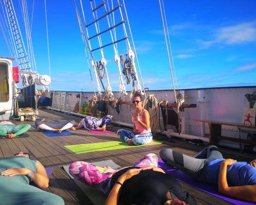 Hathayoga op een zeilschip, yogacruise
