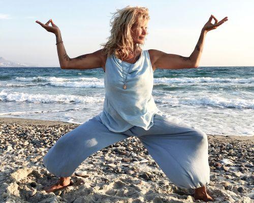 Eline van de Kam op de yogacruise