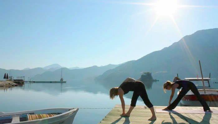 Yoga en zeilen
