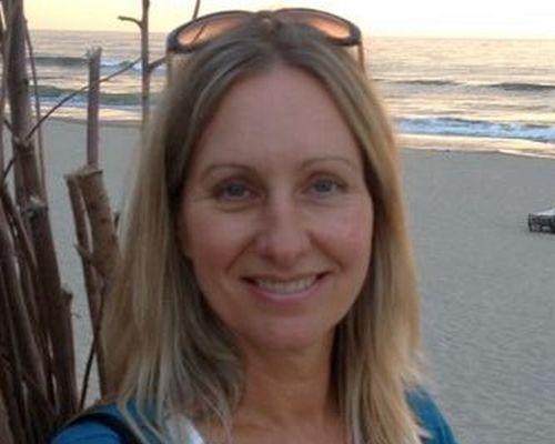 Yin yoga op het strand