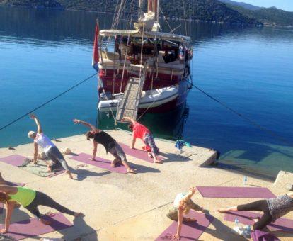 yoga retreat op zeilschip in Griekenland